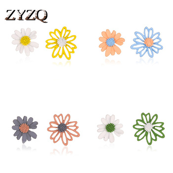 ZYZQ Spring and Summer Fresh Flowers Earrings Sweet Hollow Asymmetric Small Daisy Earrings Female Temperament Wild Accessories image