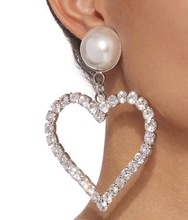 Popular love inlaid pearl women's ear clip, fashion jewelry accessories pendant earrings, exquisite women accessories earrings ladies popular exaggeration new brand natural pearl handmade earrings accessories jewelry ear accessories direct access
