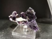 1352 gnatural фиолетовый флюорит кристалл слюда анти железная