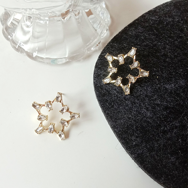 New Earrings Fashion Jewelry Simple And Sweet Hollow Out Five Pointed Star Crystal Statement Earrings Wholesale Earing Kolczyki
