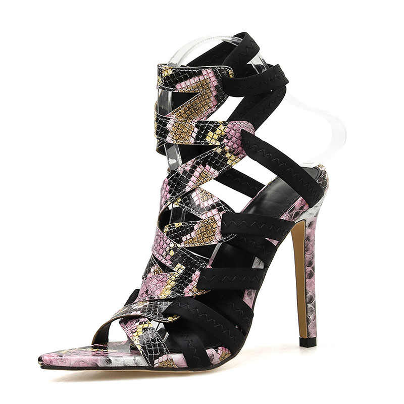 Женская обувь; сезон лето-осень; пикантные босоножки на высоком каблуке из змеиной кожи в западном стиле; сандалии-гладиаторы из змеиной кожи с открытым носком в римском стиле; sandalias