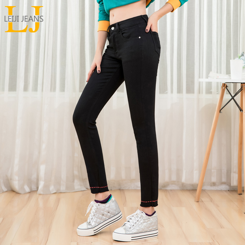 LEIJIJEANS New Arrival Fashion Classic Casual Nine Points Jeans Embroidered Whisker Legs Middle Waist Women Plus Size Jeans 9199