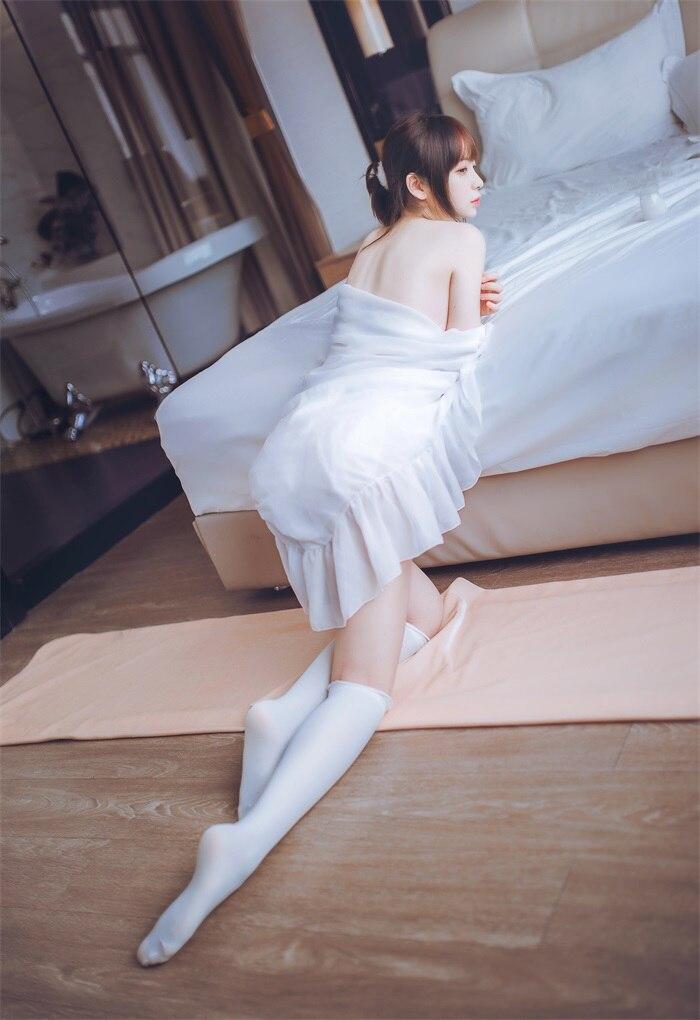 ★网络红人★疯猫ss-白色睡衣cos[24P/182MB]插图(1)