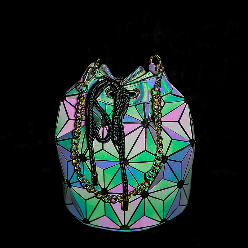 Crocrogo Women's Laser Holographic Geometric Shoulder Hand Chains Bag Ladies Fashion Travel Casual Shopping Beach Purse