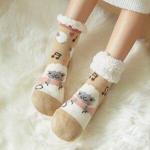 Image 2 - Mignon mouton dessin animé dames chaussettes hiver épais chaud chaussettes de sol doux respirant sommeil chaussettes nouvel an exquis cadeau chaussette de noël