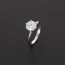 CLASSIC Simple Design 6 PRONG Sparkling Solitaire แหวนผู้หญิง 14K สีขาวทองแหวนรอบ 1.5ct Moissanites แหวนเพชร