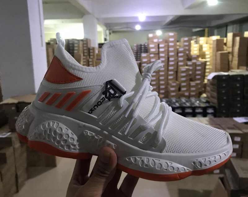 Erkek ayakkabısı tasarımcı nefes erkek spor ayakkabı siyah beyaz rahat ayakkabılar moda kaymaz yürüyüş koşu ayakkabıları yaz erkek ayakkabı