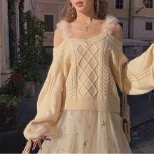 Женский вязаный свитер с открытыми плечами на меху шнуровке