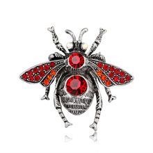 European and American creative insect brooch fashion retro alloy personality ladies pin factory stock