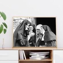 Impresiones de las monjas fumadoras, póster clásico en blanco y negro, divertido cuadro sobre lienzo para pared, imagen de habitación extraña, decoración del hogar