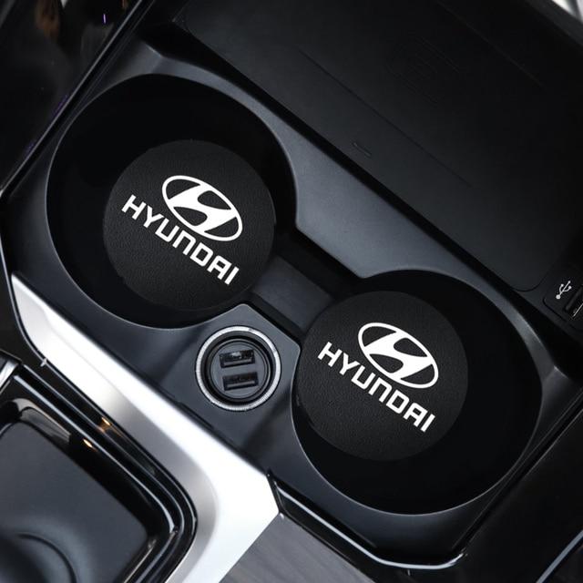 2Pcs PU Leder Auto Wasser Slot Non Slip Tasse Matte Für Hyundai I10 I20 I30 I40 IX20 IX35 kona Getz Veloster Tucson Elantra Azera