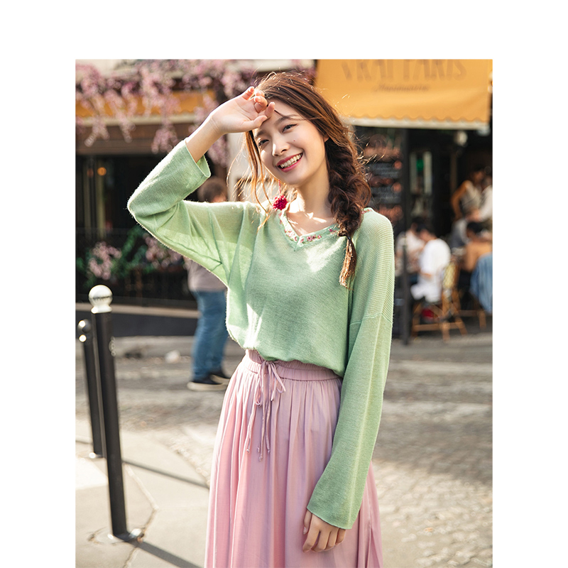 INMAN  V-neck Slim Literary Embroidery Retro Fashion Loose Drop-shoulder Sleeve Women Pullover