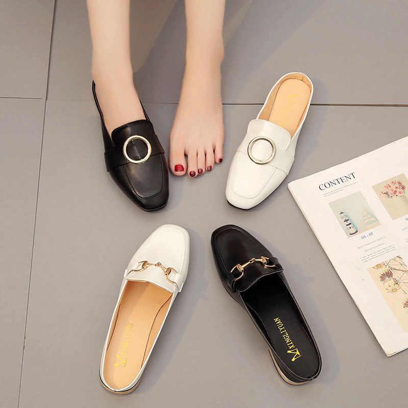 Mulas de alta calidad mujer pisos mujeres otoño zapato tipo mocasín de cuero diseño de lujo de Metal plano decoración mulas mujeres pisos