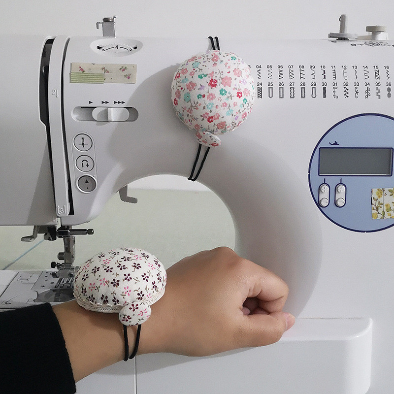 Lovely Wrist Strap Sewing Needle Pin Cushion DIY Craft Tool for Stitch Needlework