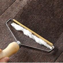 Przenośny usuwanie kłaków szczotka do usuwania sierści zwierząt domowych instrukcja rolka do usuwania kłaczków Sofa czyszczenie odzieży szczotka do usuwania kłaczków Fuzz golarka do tkanin pędzel tanie tanio pawstrip CN (pochodzenie) Drewna PH6252 White Black Blue Wood 17*13cm 6 2x7 5cm Wood + pure copper blade Plastic Pet Hair Brush Double-sided cashmere Suede Woven Fabric etc