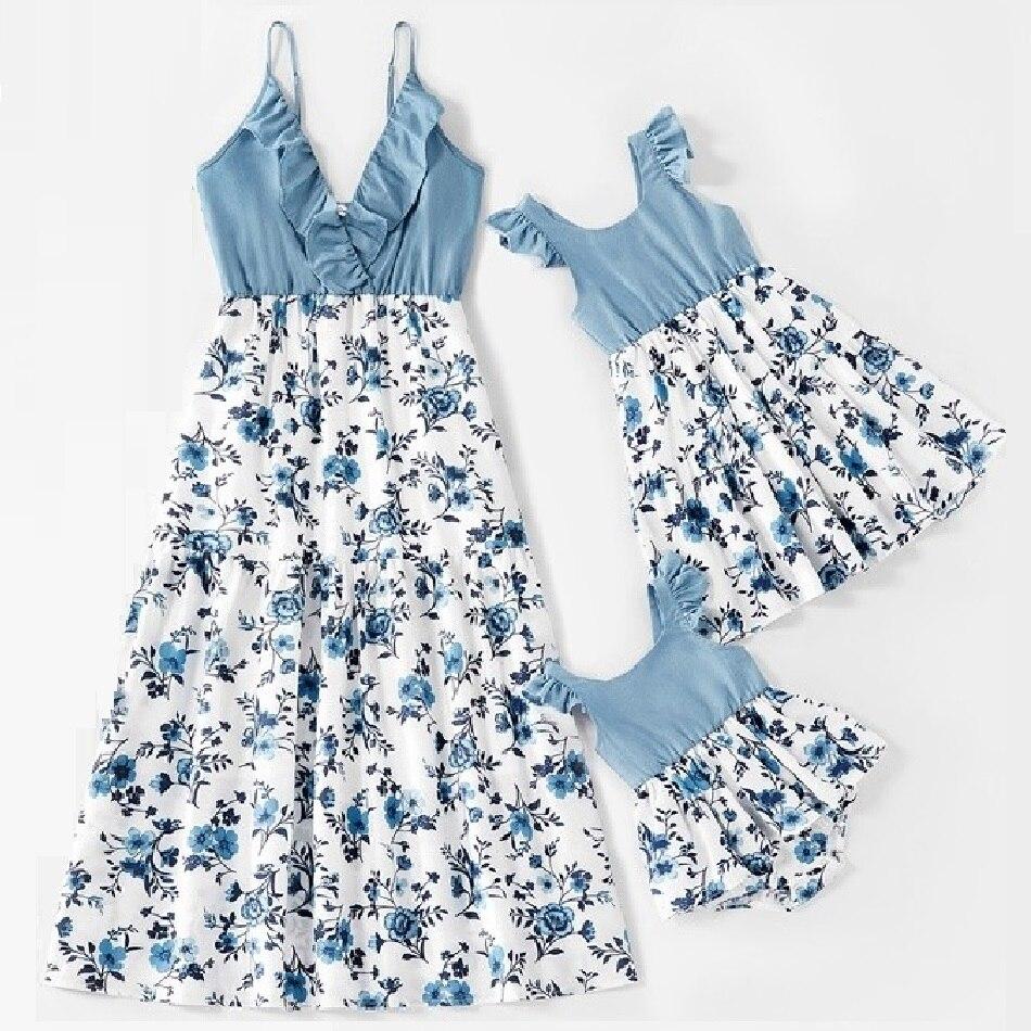 Семейный комплект, платье с цветочным принтом для мамы и дочки, одежда для мамы и дочки, с оборками на рукавах, женское и детское платье, наряды