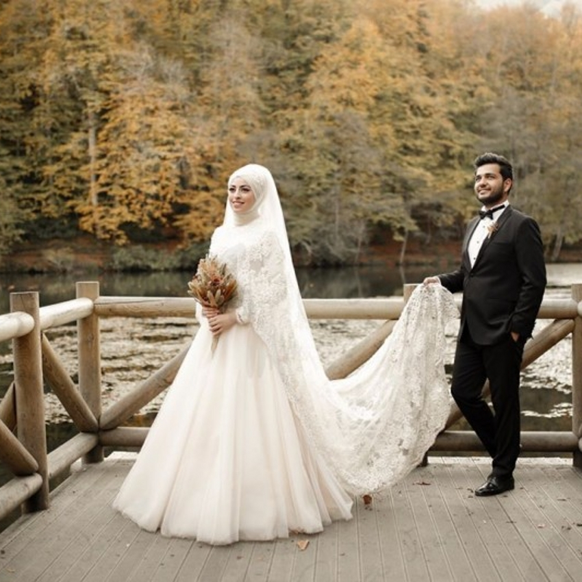 Long Sleeves Muslim Wedding Dresses Ivory Lace Shawl A-Line Princess Satin Tulle Floor-Length Arabic Cream Bridal Gown