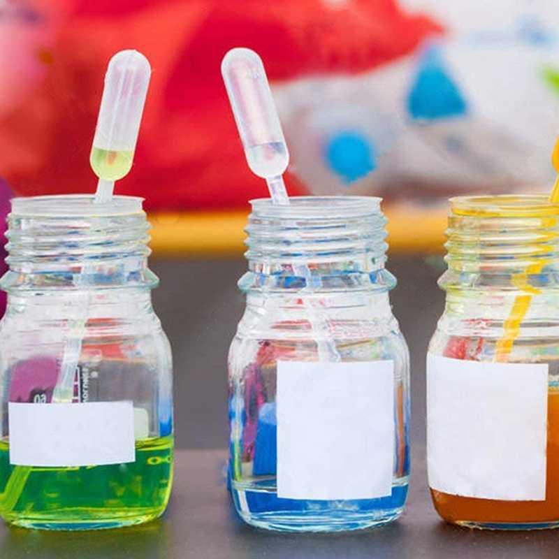 Набор пластиковых мерных стаканчиков 5 размеров (50, 100, 250, 500, 1000 мл) и 20 прозрачных мерных переносных пипетки объемом 3 мл