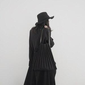 Image 4 - [Eam] 女性新ブラックキャンバスプリーツ分割ビッグサイズ人格アクセサリーファッション潮すべてマッチ春秋2020 19A a645