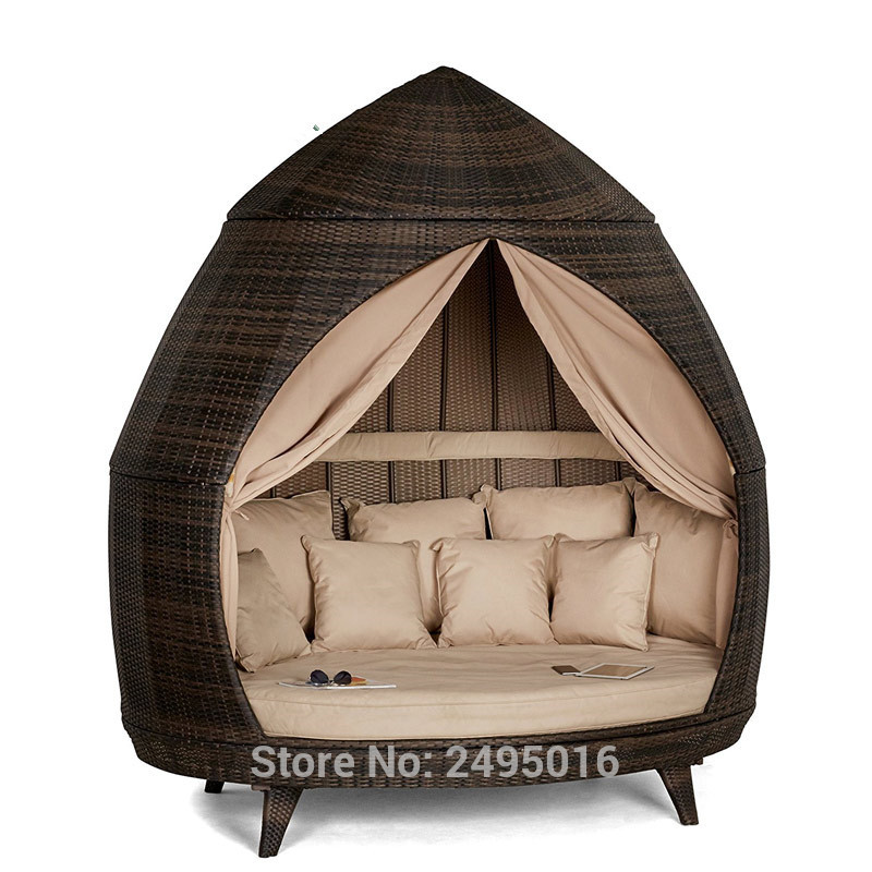 Round Outdoor Rattan Daybed Furniture , Roofed Lounger Wicker Patio Chaise Lounge Daybed With Canopy