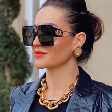 Modne okulary przeciwsłoneczne projektant luksusowych marek kwadratowych okularów przeciwsłonecznych kobiet w stylu Vintage ponadgabarytowych 2021 Trend kobiet okulary odcienie dla kobiet tanie tanio VTUQOW CN (pochodzenie) WOMEN SQUARE Dla osób dorosłych Z tworzywa sztucznego NONE MIRROR Gradient Fotochromowe UV400