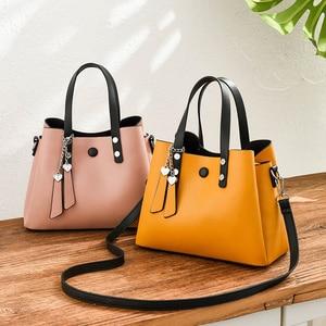 Image 2 - ZMQN กระเป๋าถือหนังผู้หญิง 2019 Casual Crossbody กระเป๋าสีเหลืองสุภาพสตรีออกแบบกระเป๋าถือคุณภาพสูงไหล่กระเป๋าหญิง A818