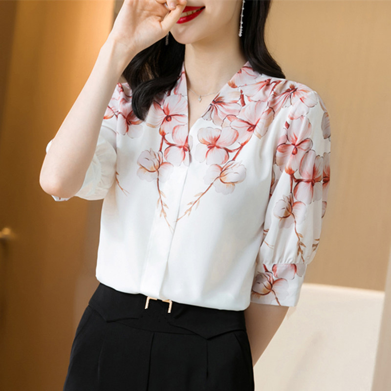 Korean Silk Women Blouses Shirt Women Satin Silk Blouse Woman V-neck Print Silk Shirt Tops Plus Size Blusas Mujer De Moda 2020