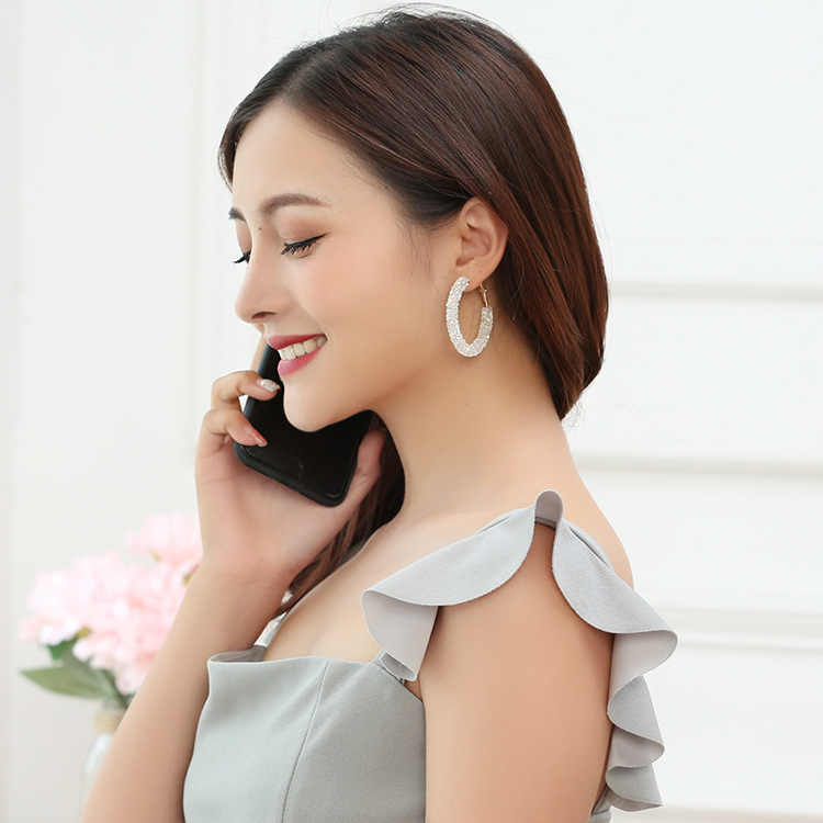 New Pearl Hoop ต่างหูสำหรับผู้หญิงยุ้ย OVERSIZE มุกวงกลมหูต่างหูแฟชั่นยุโรปไนท์คลับเครื่องประดับ