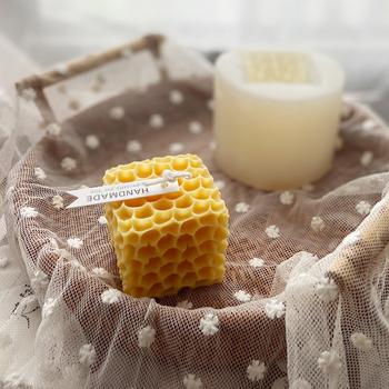 2021 kwadratowy wzór plastra miodu foremka na świece Handmade świeca zapachowa sztuka Diy świeca silikonowe formy gipsowe mydło formy Making Tools tanie i dobre opinie CN (pochodzenie) Square Honeycomb Pattern Candle Mold Silicone as picture