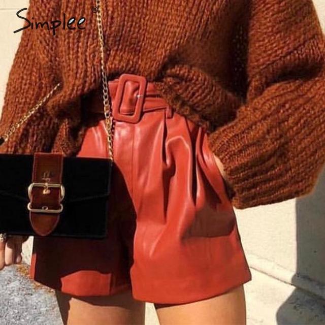 Simplee pantalones cortos de piel sintética para mujer, shorts femeninos de cintura alta, cinturón de otoño e invierno, de pierna ancha, para club de fiestas de señoras