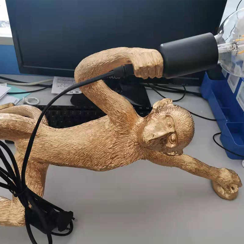 Lámpara colgante de mono de oro de resina colgante de pared para sala de estar