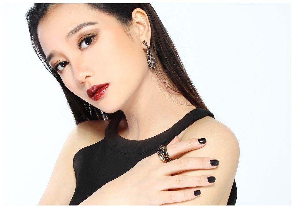 black earrings 09