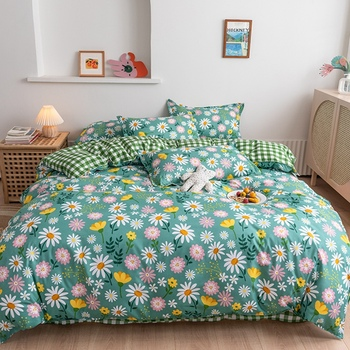 Classic Bedding Set With Pretty Flowers