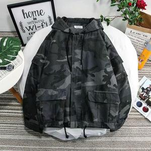 Новая весенняя камуфляжная куртка, Мужская модная куртка с капюшоном в стиле милитари, Мужская Уличная Свободная куртка-бомбер в стиле хип-...