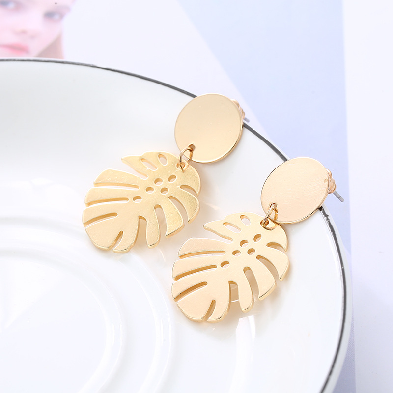 2019 New Earrings Metal Banana Leaf Earrings Fashion Wild Exaggerated Glossy Gold Boho Style Statement Earrings Dangle Earrings in Drop Earrings from Jewelry Accessories