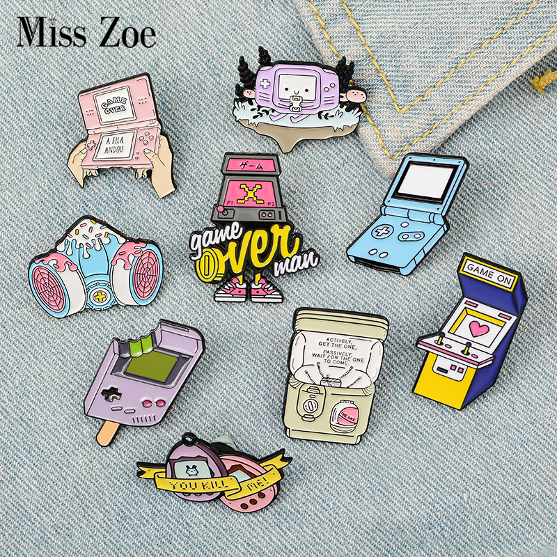 Game Enamel Pin Custom Pink Purple Nostalgic Gashapon Brooches Bag Clothes Lapel Pin Handheld Game Console Badge Jewelry Gift