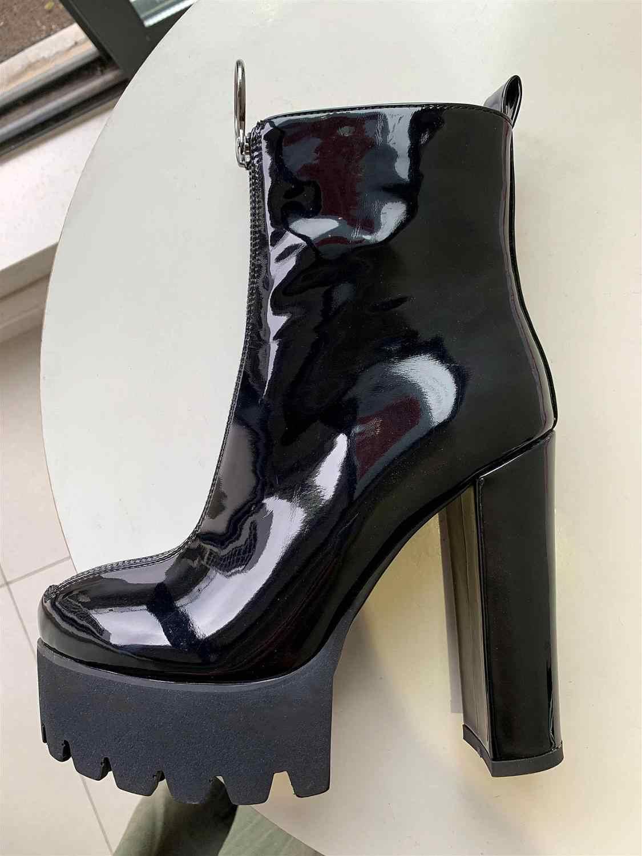 Botas de plataforma elásticas cómodas Onlymaker para mujer botas de punta redonda de tacón alto grueso tirar de tobillo botas de charol