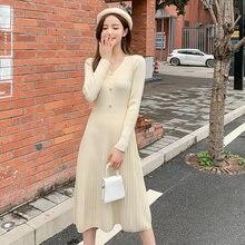 Женское трикотажное платье средней длины с высокой талией и