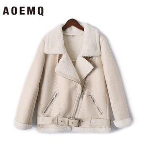 Image 4 - AOEMQ Retro yeni yaka ve kadife yastıklı kürk bir ceket sıcak moda PU deri kuzu saç motosiklet giyim bombacı ceket