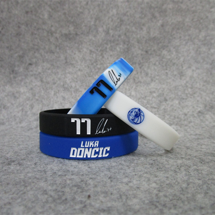 Mavericks Basketball Star East 77 East Dačić Signature Night Light Bracelet Silica Gel Sports Wrist Strap Bracelets Fans