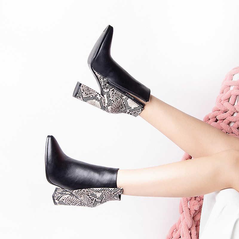 2019 ฤดูหนาว Western Snakeskin พิมพ์สีดำผู้หญิงข้อเท้ารองเท้าบูทซิป 9.5 ซม.บล็อกรองเท้าส้นสูงรองเท้าผู้หญิง Bota Feminina A177-371