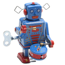 Retro Clockwork Wind Up Metal Walking Robot Toy Vintage Collectible Kids Gift L9CD