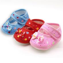 Noworodek dziewczynka buciki buty maluch antypoślizgowe haczyk i pętelka łuk buciki niemowlęce z miękkimi podeszwami drukuj płytkie mieszkania buty lato A40 tanie tanio ROMIRUS Cotton Fabric Hook loop Dla dzieci Baby girl Pierwsze spacerowiczów Pasuje prawda na wymiar weź swój normalny rozmiar
