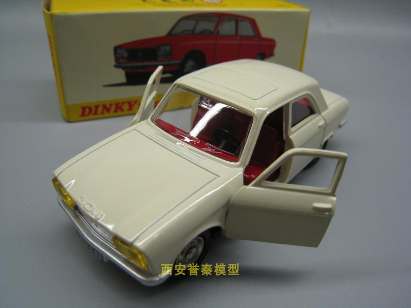 Atlas 1428 Dinky toys 1:43 PEUGEOT 304  Alloy car model