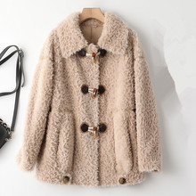 Lamb Wool Fur Coat Women 2021 Winter New Korean Horn Buckle Long Sleeve Sheep Shears Velvet Jacket Female Loose Outerwear H1786