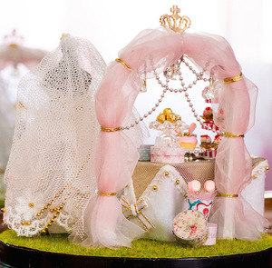 Image 4 - Fiori di primavera A Mano FAI DA TE Mini Casa di Bambola Abito Da Sposa Bianco di Legno In Miniatura Casa di Montaggio Decorazione Palla di Vetro Casa Delle Bambole