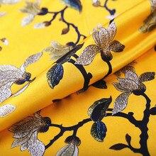 Желтый шелк Шармез стрейч атласная ткань для женщин платье с цветочным дизайном