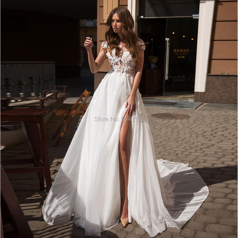 Boho Wedding Dresses Vintage Lace Applique Scoop Short Sleeves Bridal Gowns 2019 Sexy Side Slit Backless Court Train Bride Dress