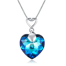 Exquisite womens jewelry blue heart-shaped fashion pendant with snake bone necklace