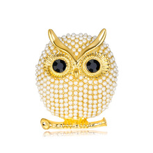 Golden Korean jewelry owl brooch Pearl Joker dress holding flowers